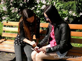Russian lesbo Veronica Snezna gets emotional during good fingering
